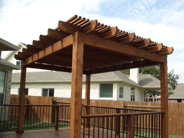 Aluminum vs. Cedar or Redwood for Shade - Austin Outdoor Living